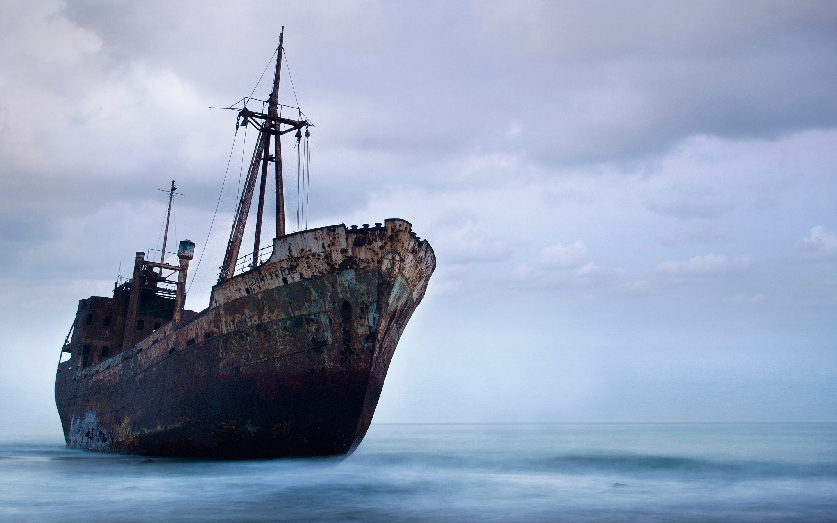 Abandoned shipwreck hd Wallpaper in 2880x1800 Retina 15''