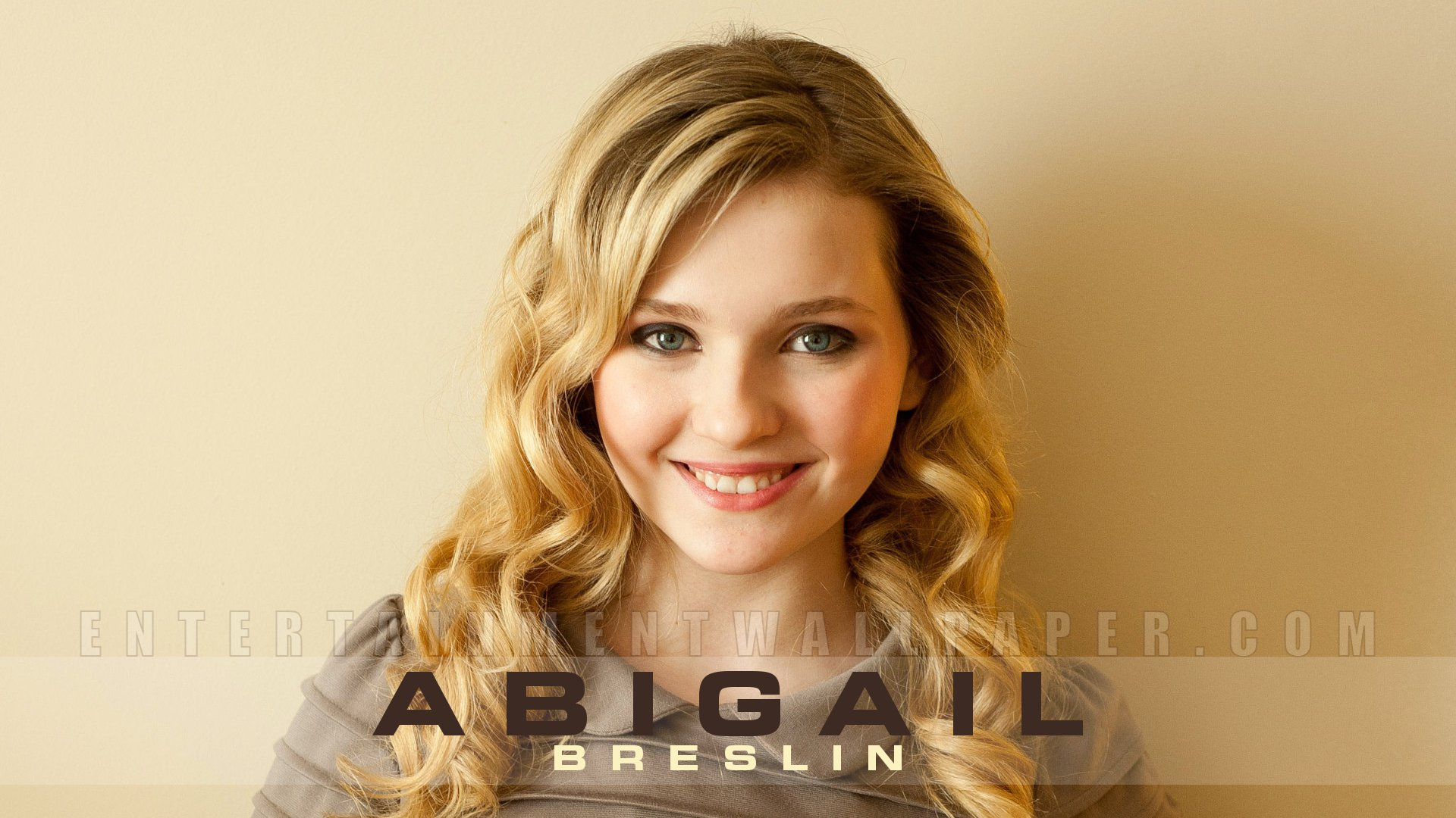Abigail Breslin Wallpaper