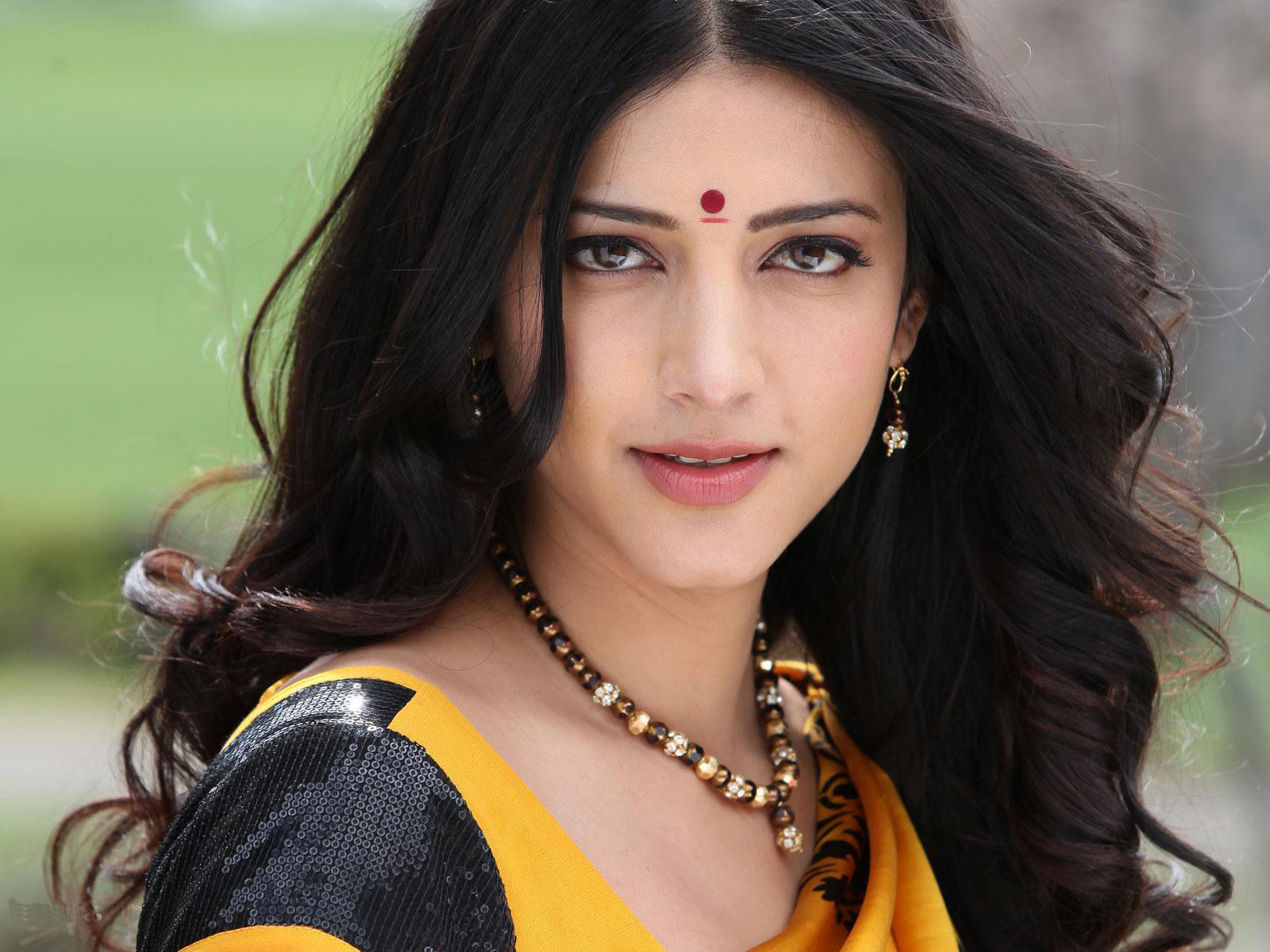 Advertisements. Wallpaper : shruti hassan actress wallpaper
