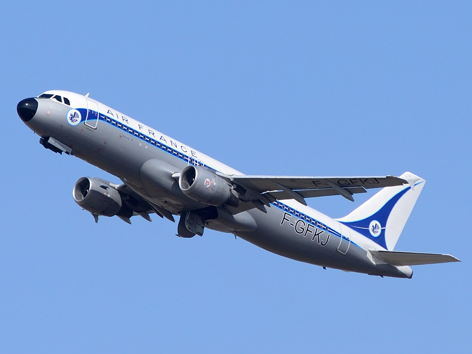 Airbus A320-200 wearing the retro livery
