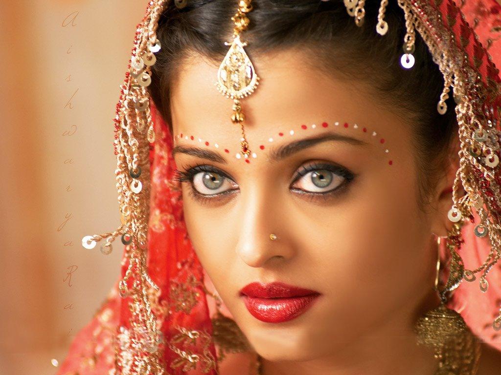 bollywood-aishwarya-rai-red-sari