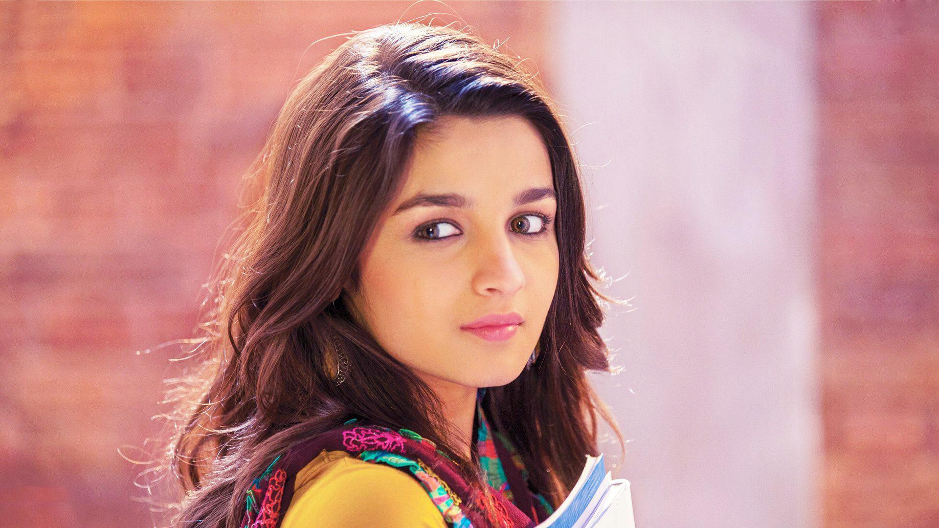 HD Beautiful Alia Bhatt Pink Lips High Quality Photo Wallpaper