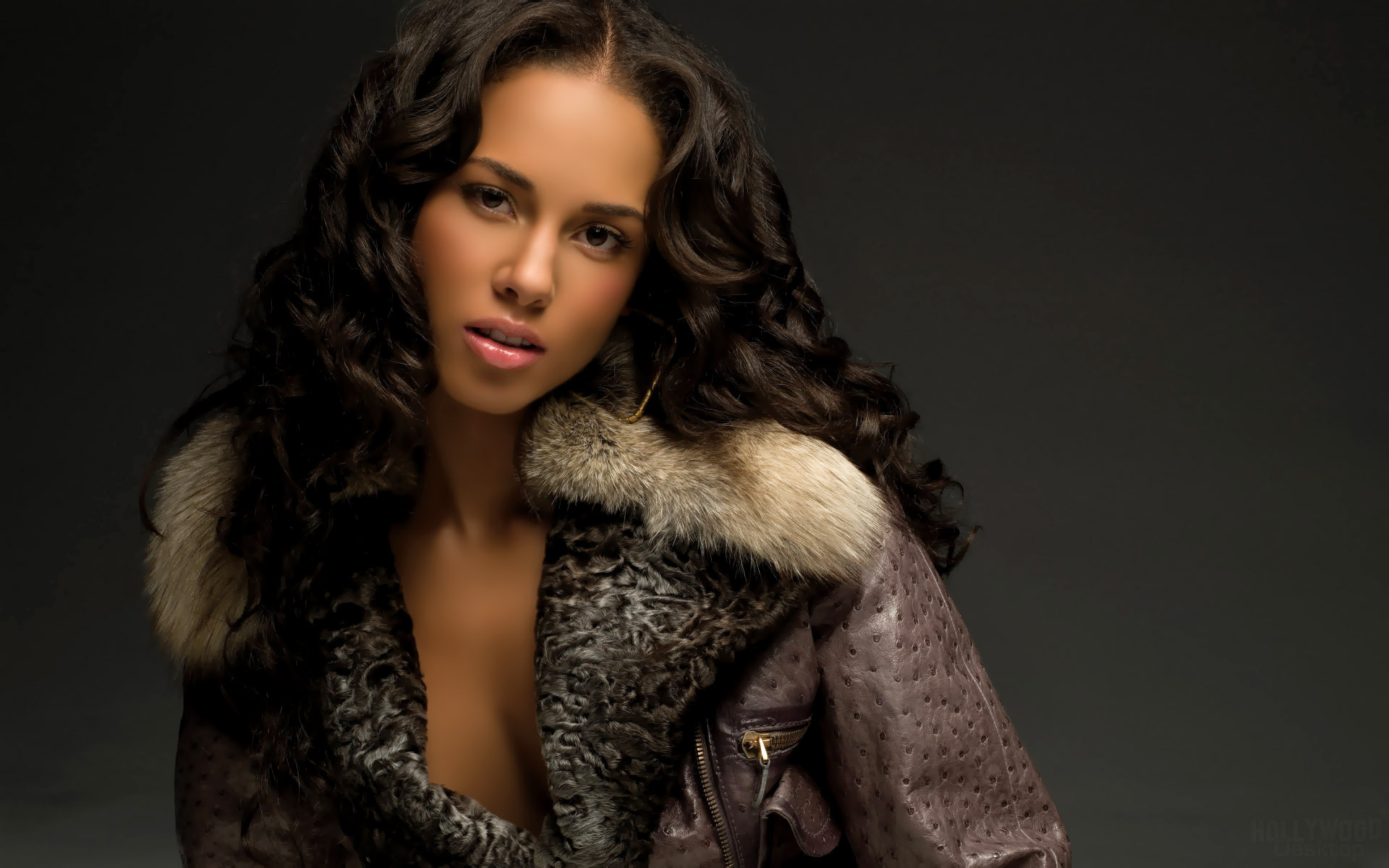 Alicia Keys Alicia Keys in Fur-Rimmed Coat [1920x1200]