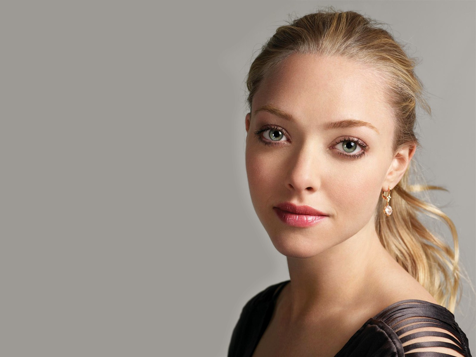 ... Amanda Seyfried Desktop Wallpapers ...