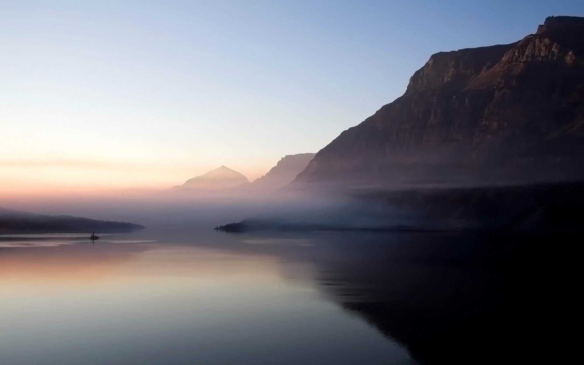 Amazing Lake Mist Wallpaper