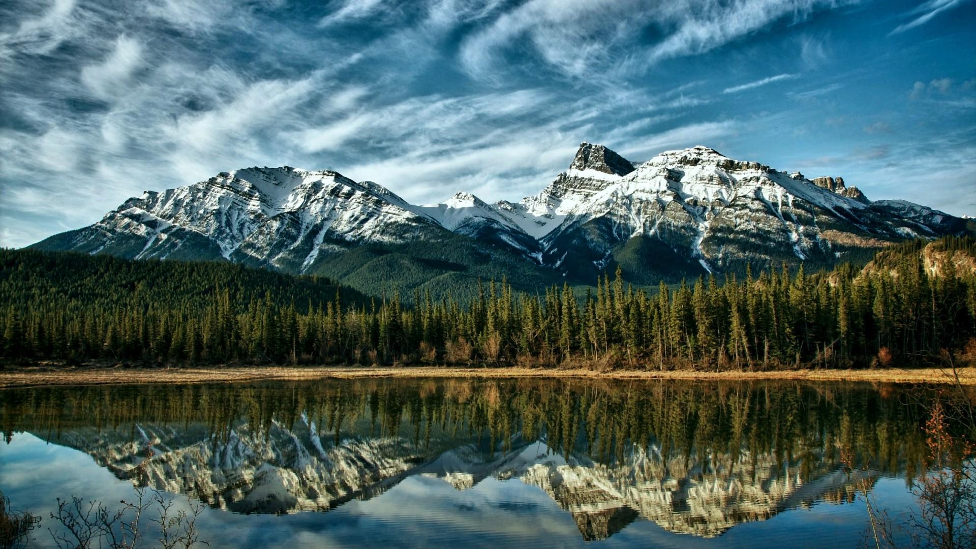 Amazing Mountain Range Wallpaper