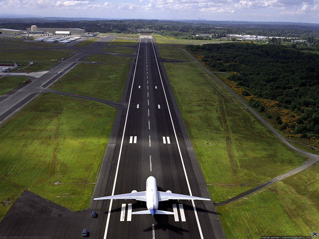 Amazing Runway Wallpaper 5398