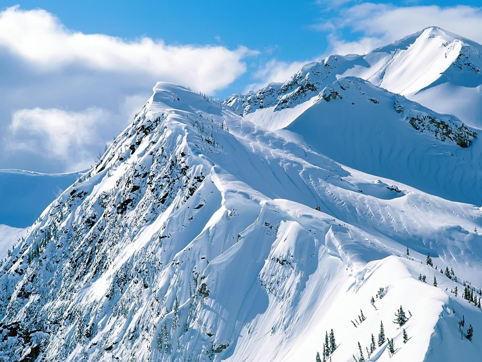 Amazing Nature Landscape Pic, Snow Mountain Under the Blue Sky, Pure and Clean World