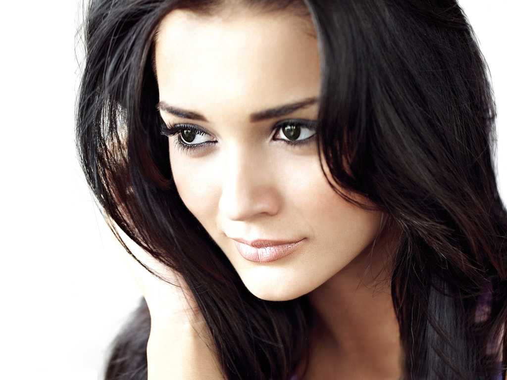 wide screen pics of Amy Jackson