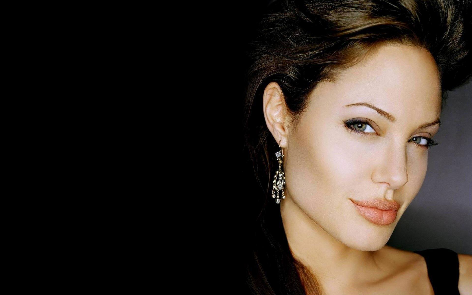 ... Angelina Jolie Wallpaper ...