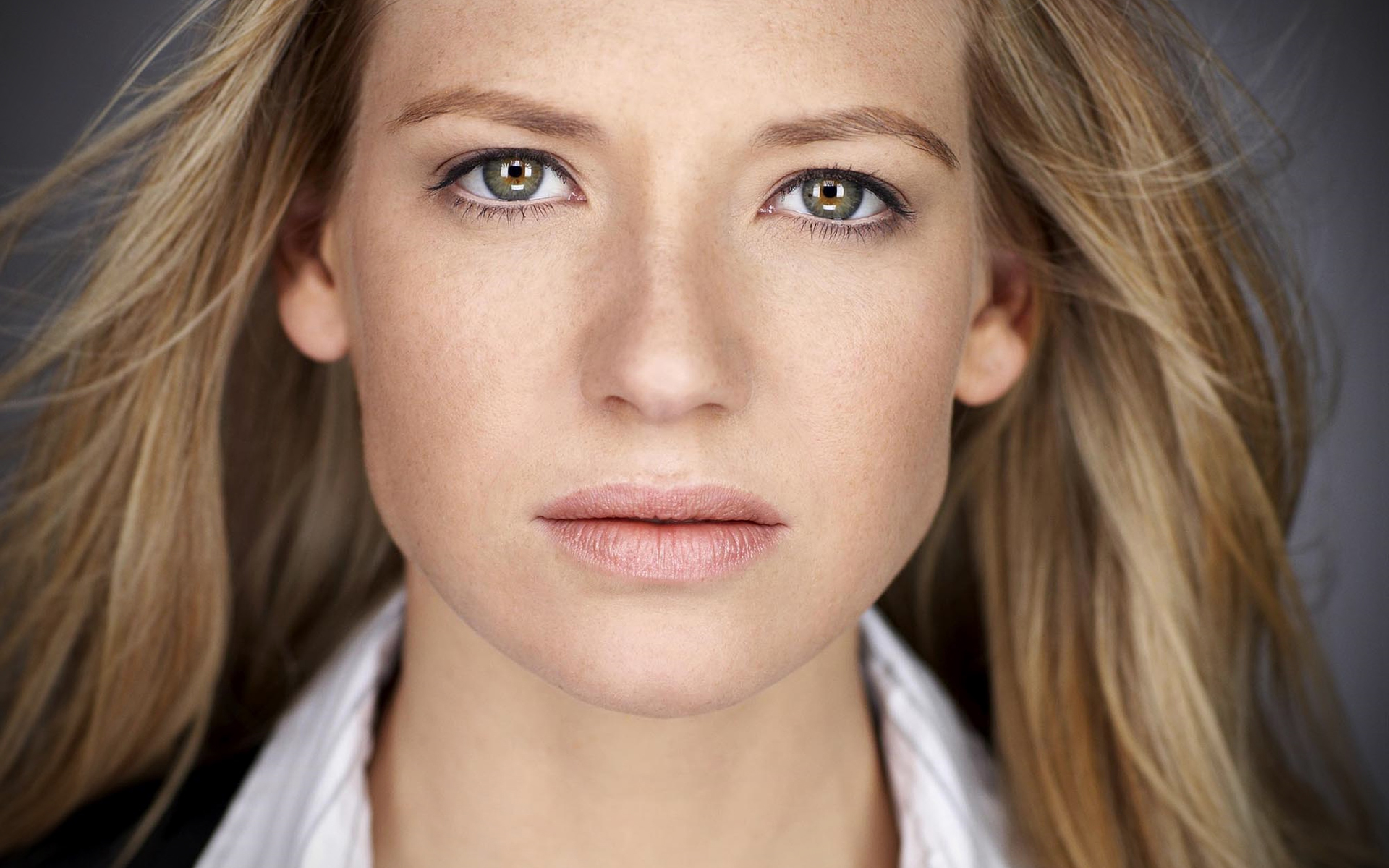 Gorgeous Anna Torv