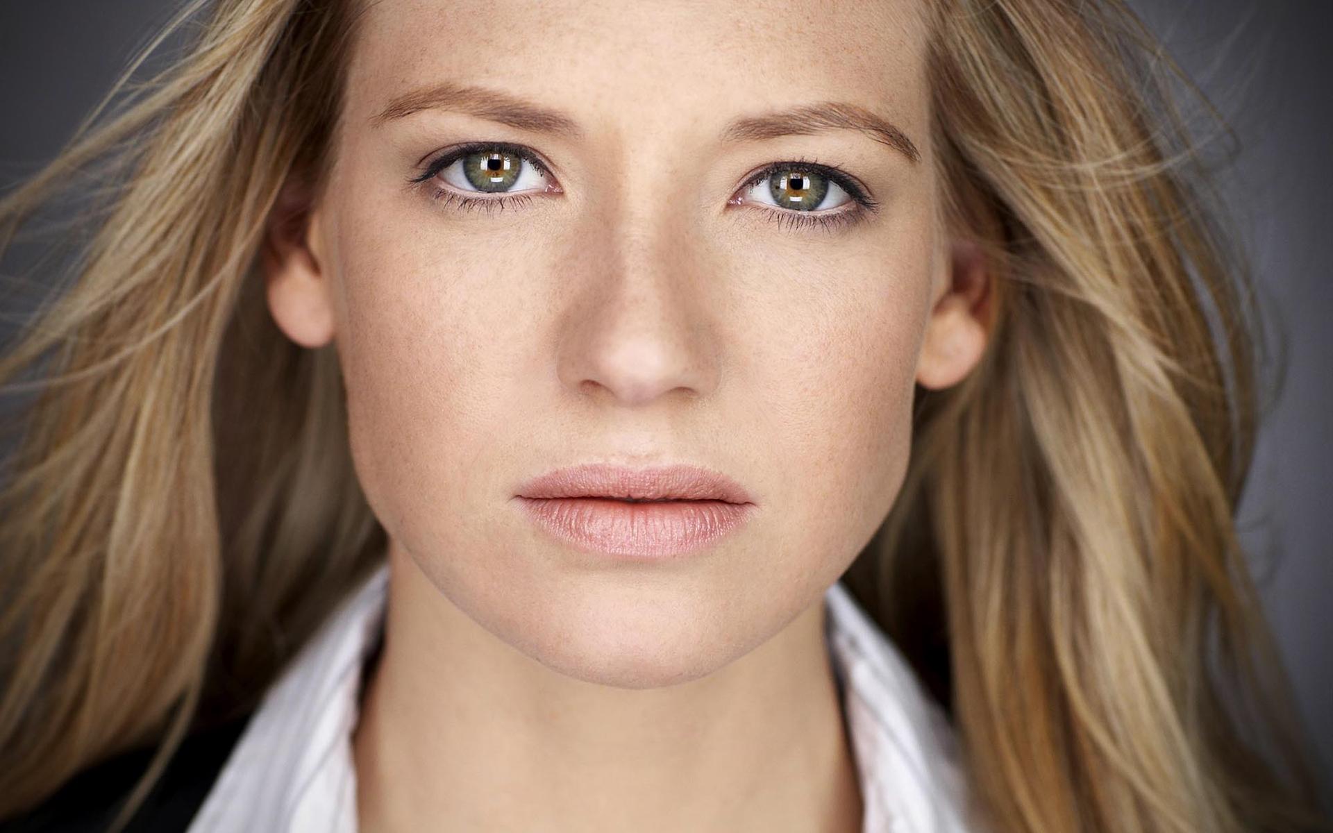 Anna Torv HD