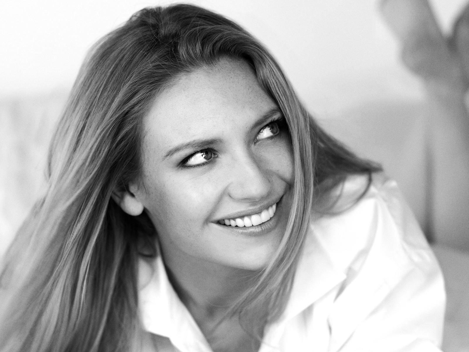 Beautiful Anna Torv