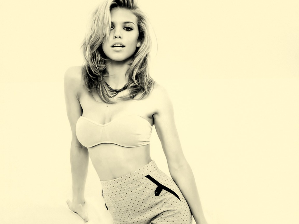 Annalynne Mccord Hot Wallpaper