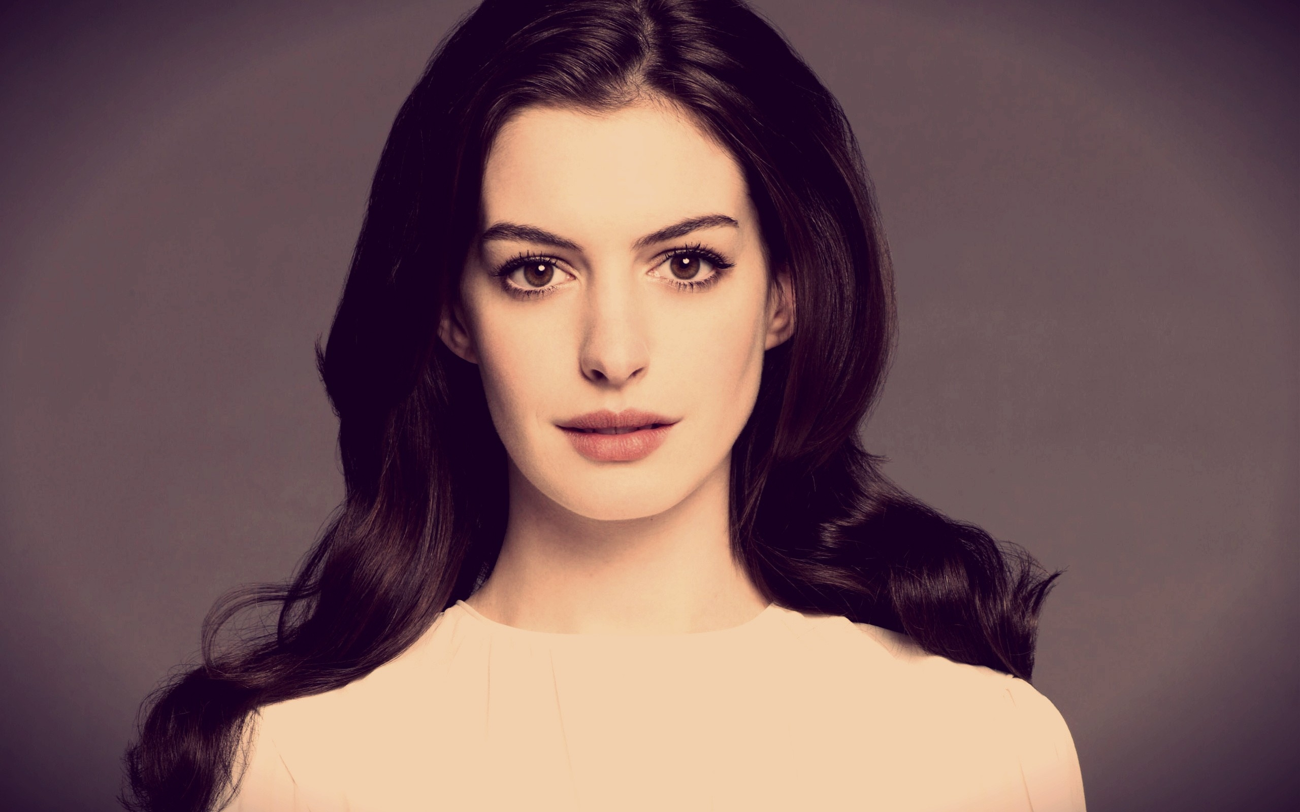 Preview wallpaper anne hathaway, brunette, actress, face 2560x1600