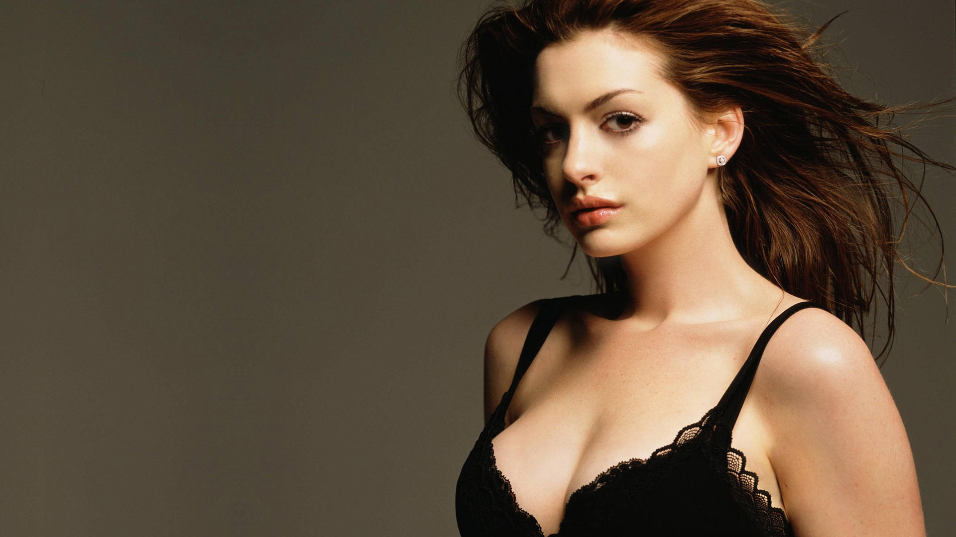 Anne Hathaway Hot Pictures & Wallpapers