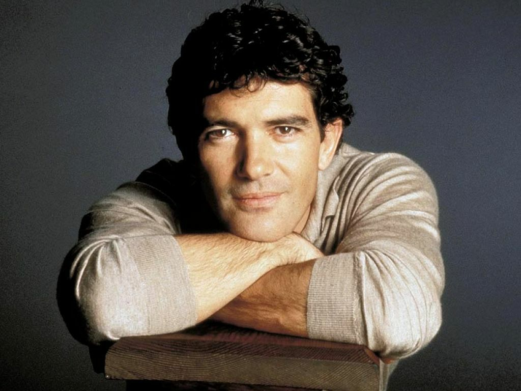 Antonio Banderas is an accomplished actor, film director, film producer and a wonderful singer!! Believe me he is a great singer: follow the link and You ...