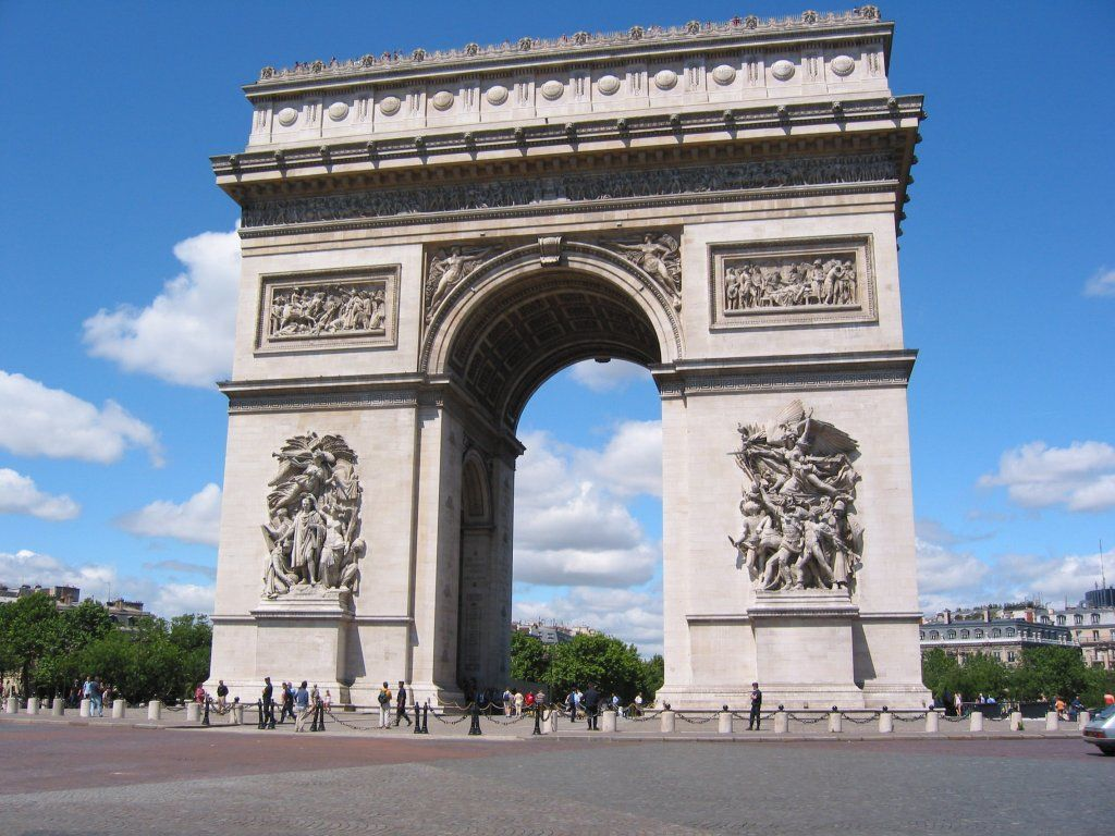 Arc de Triomphe Outside