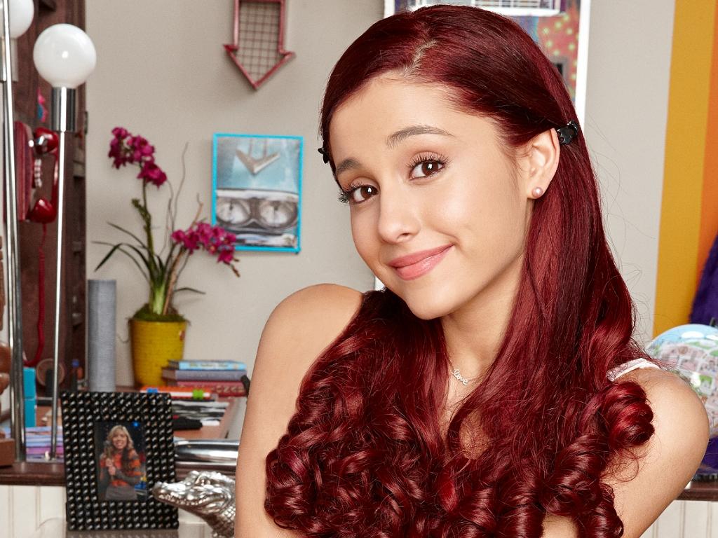 Ariana Grande background ...