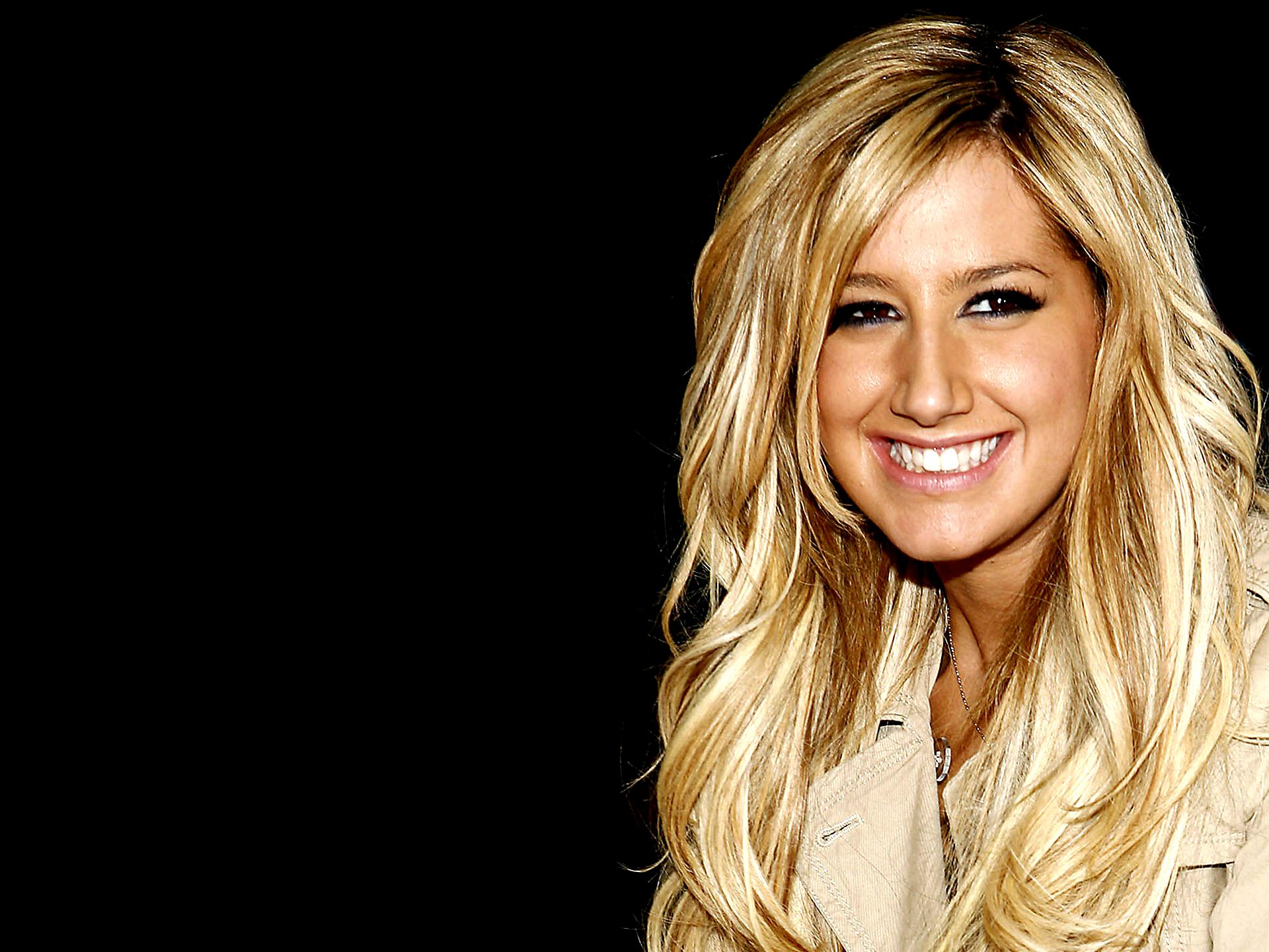 Ashley Tisdale Res: 1920x1440 / Size:310kb. Views: 81272