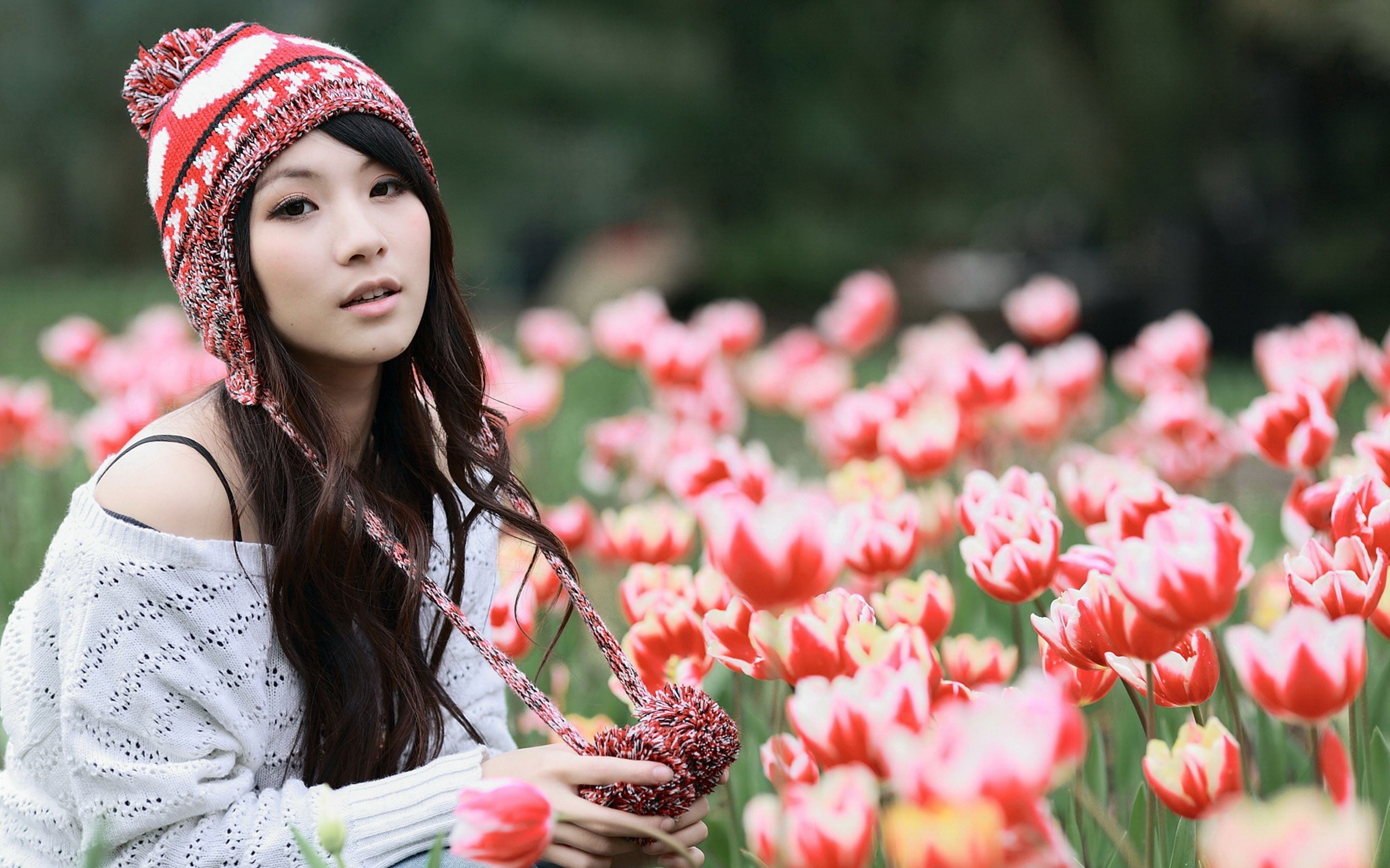 Asian Girl Model Hat Flowers Tulips HD Wallpaper