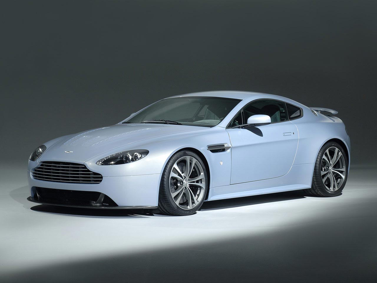 Aston Martin V12 Vantage Carbon Edition Car