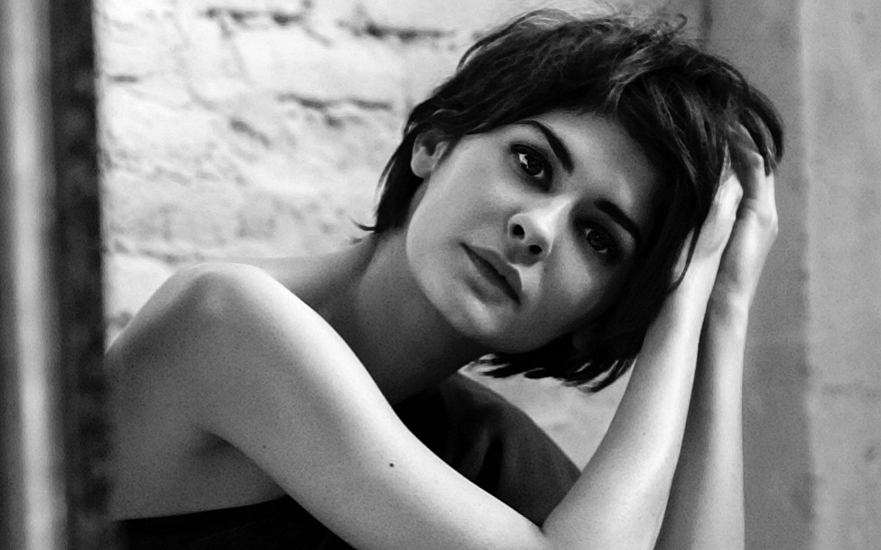 Audrey Tautou background ...