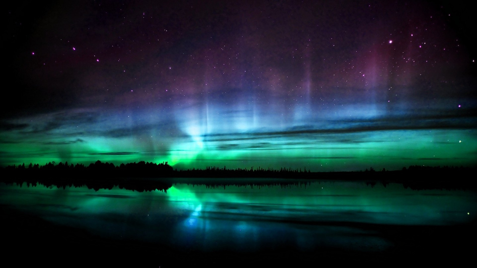 Due to Storms and Weather Change 'Aurora Borealis' Northern Lights were seen from Long Island!