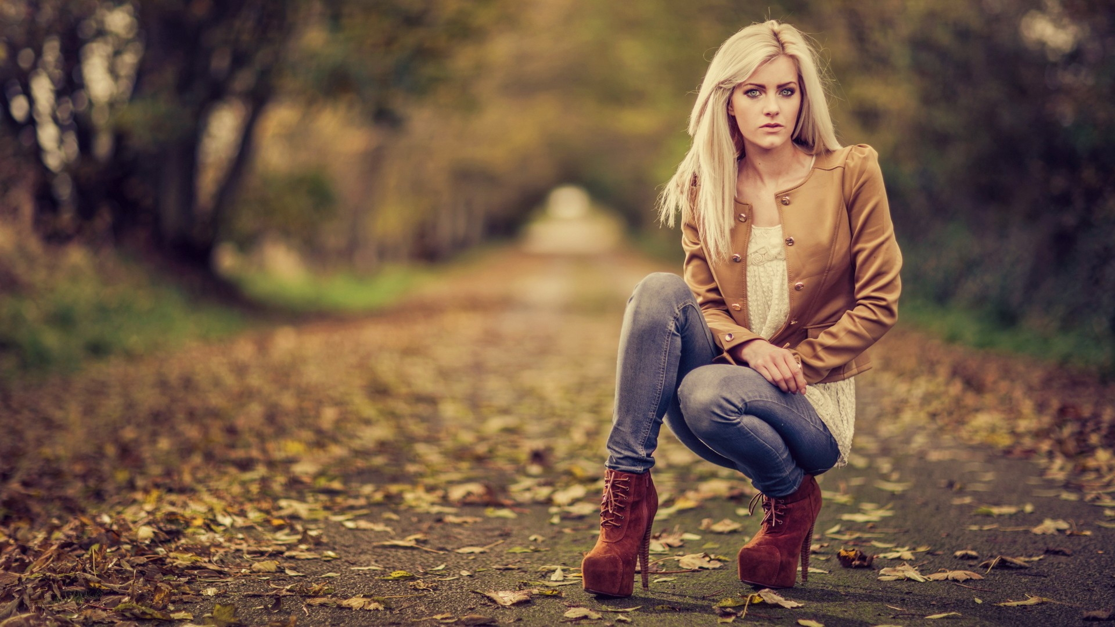 3840x2160 Wallpaper girl, autumn, leaves, model, photo shoot