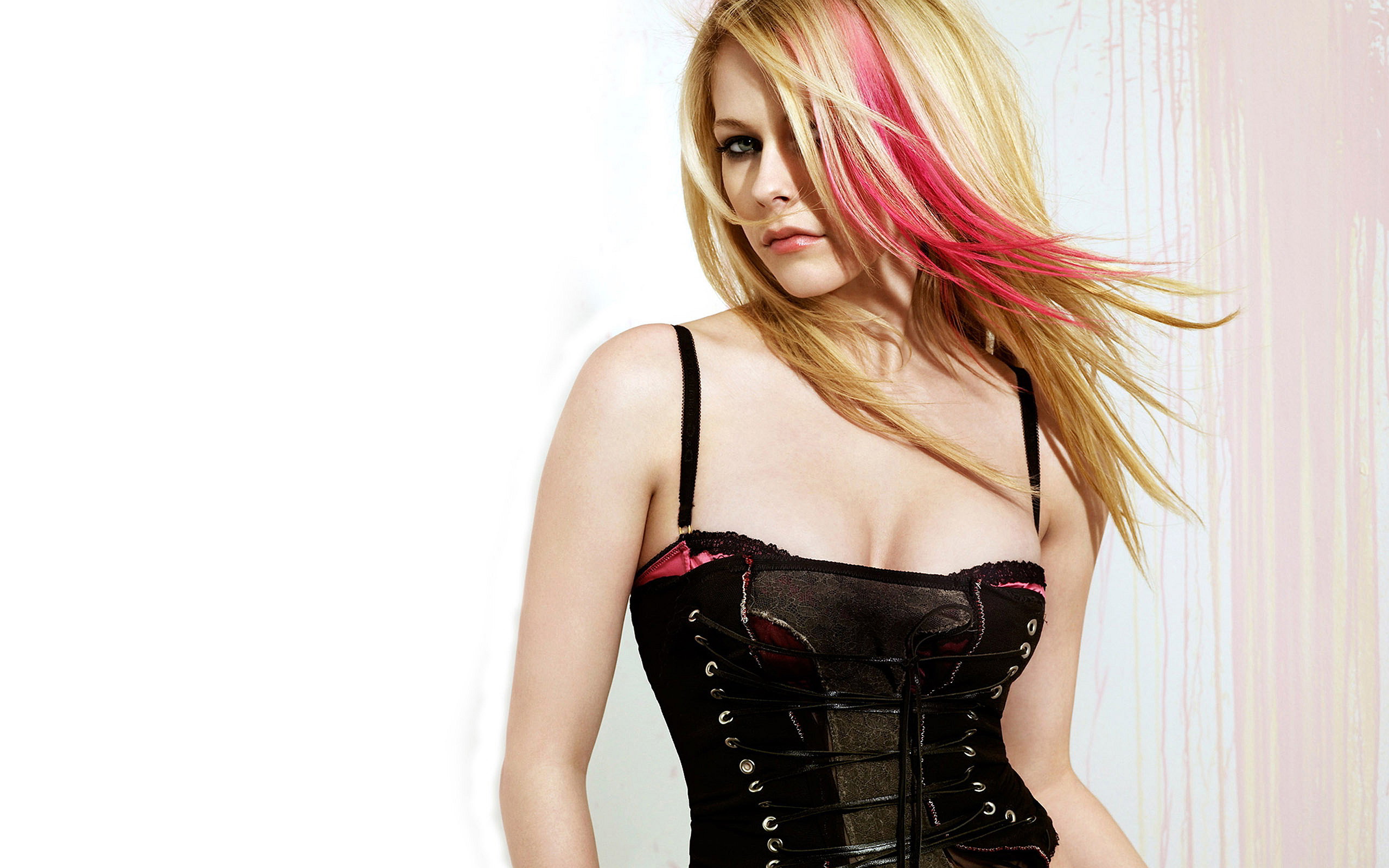Avril Lavigne Hot Dress