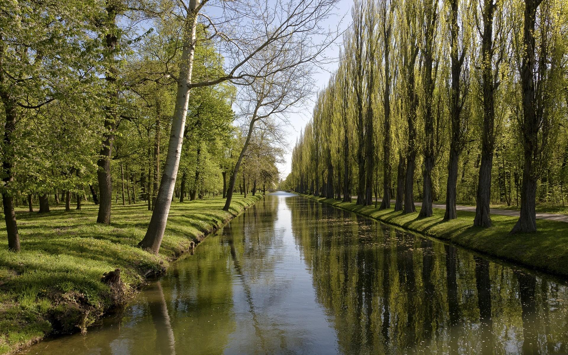 Canal Wallpaper