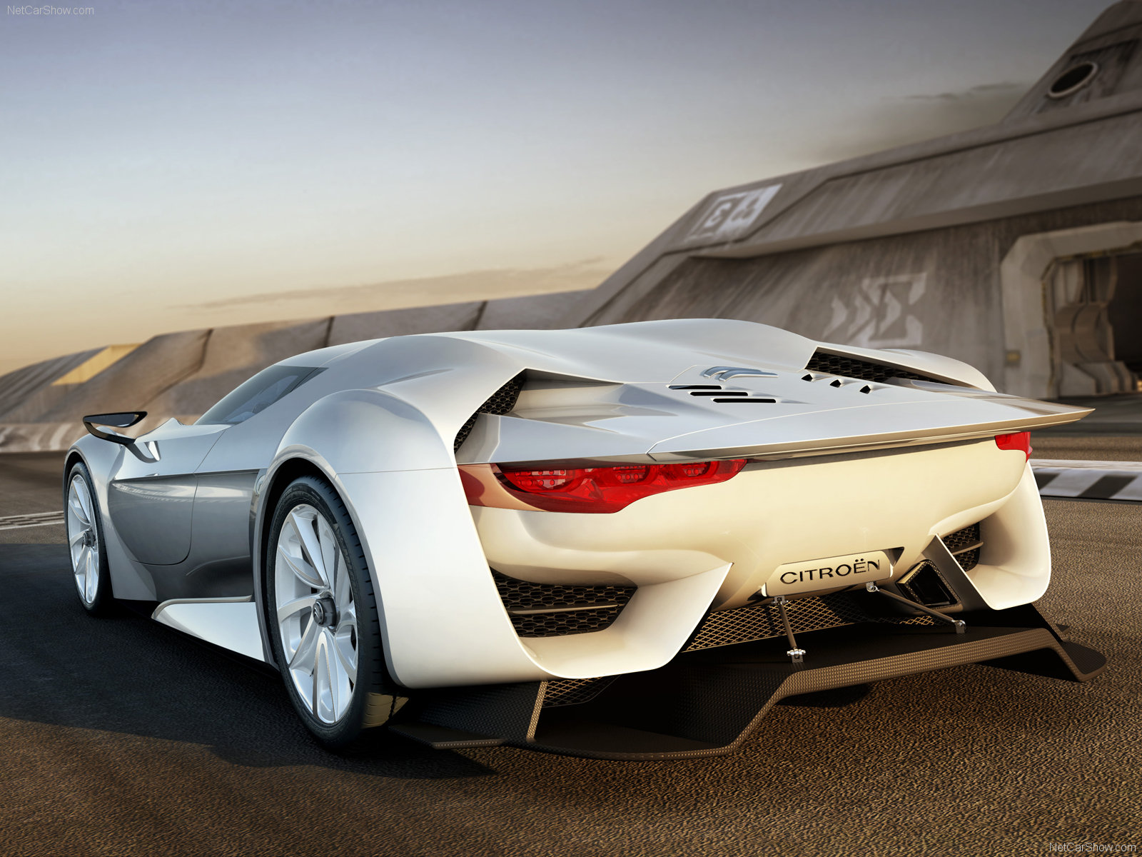 wall16 (25 Awesome HD Car Wallpapers)