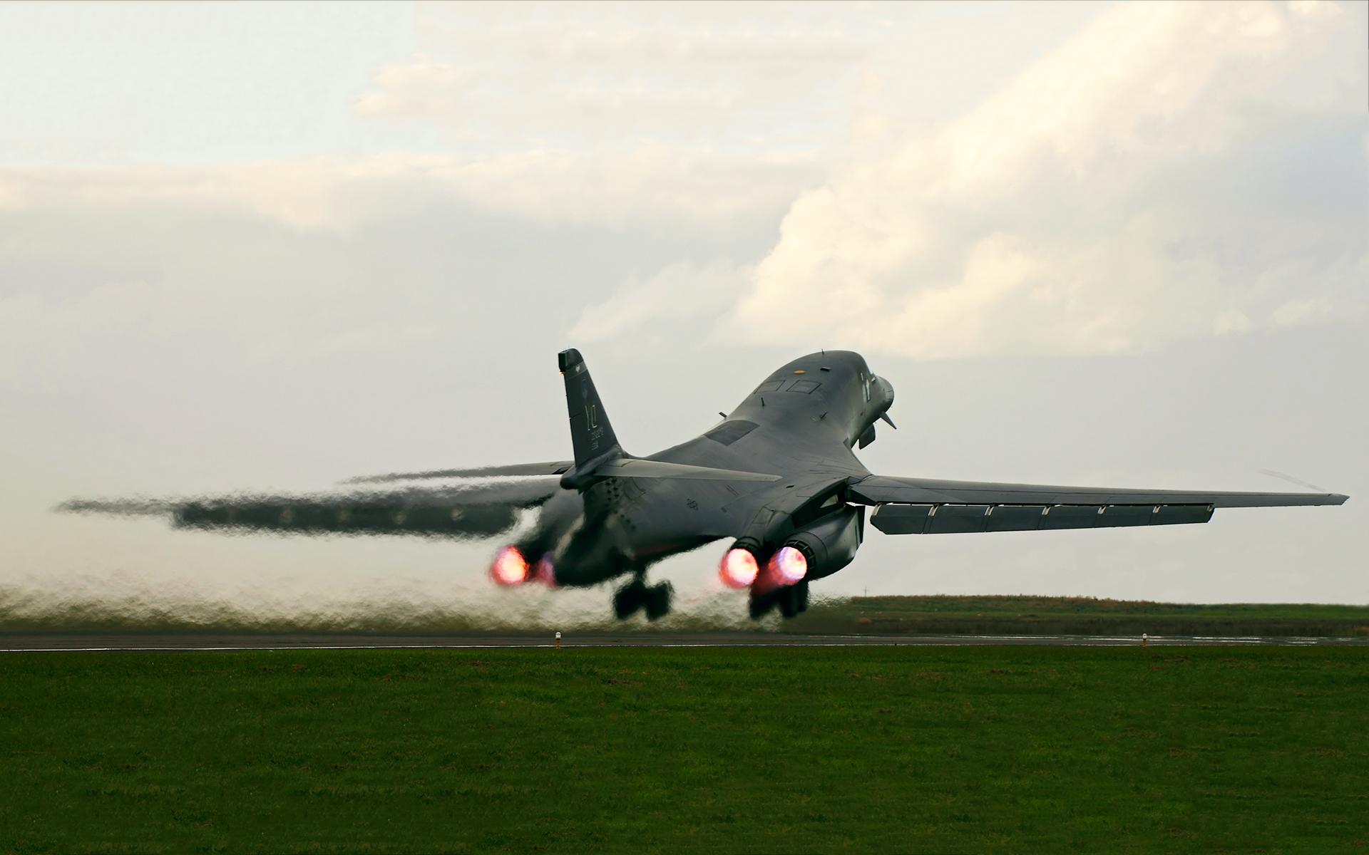 B1 bomber take off