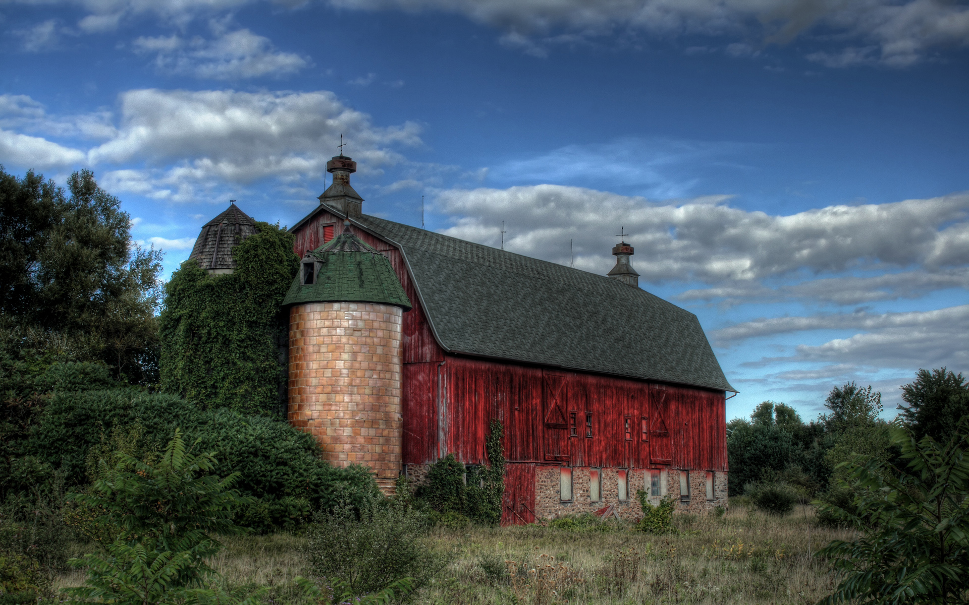Barn Wallpaper