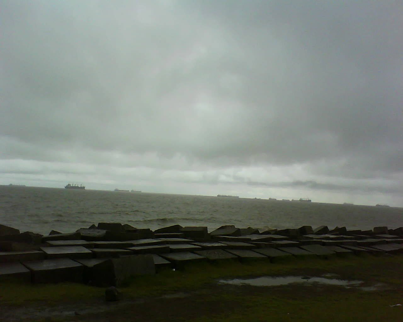 File:Patenga Beach Cloudy Weather.jpg