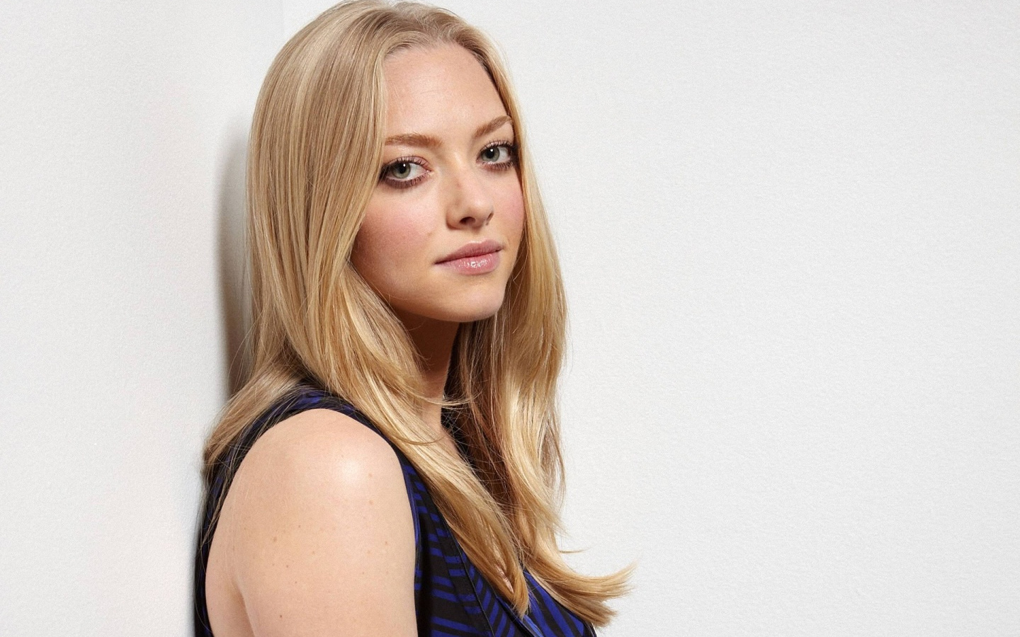 Beautiful Amanda Seyfried Wallpaper