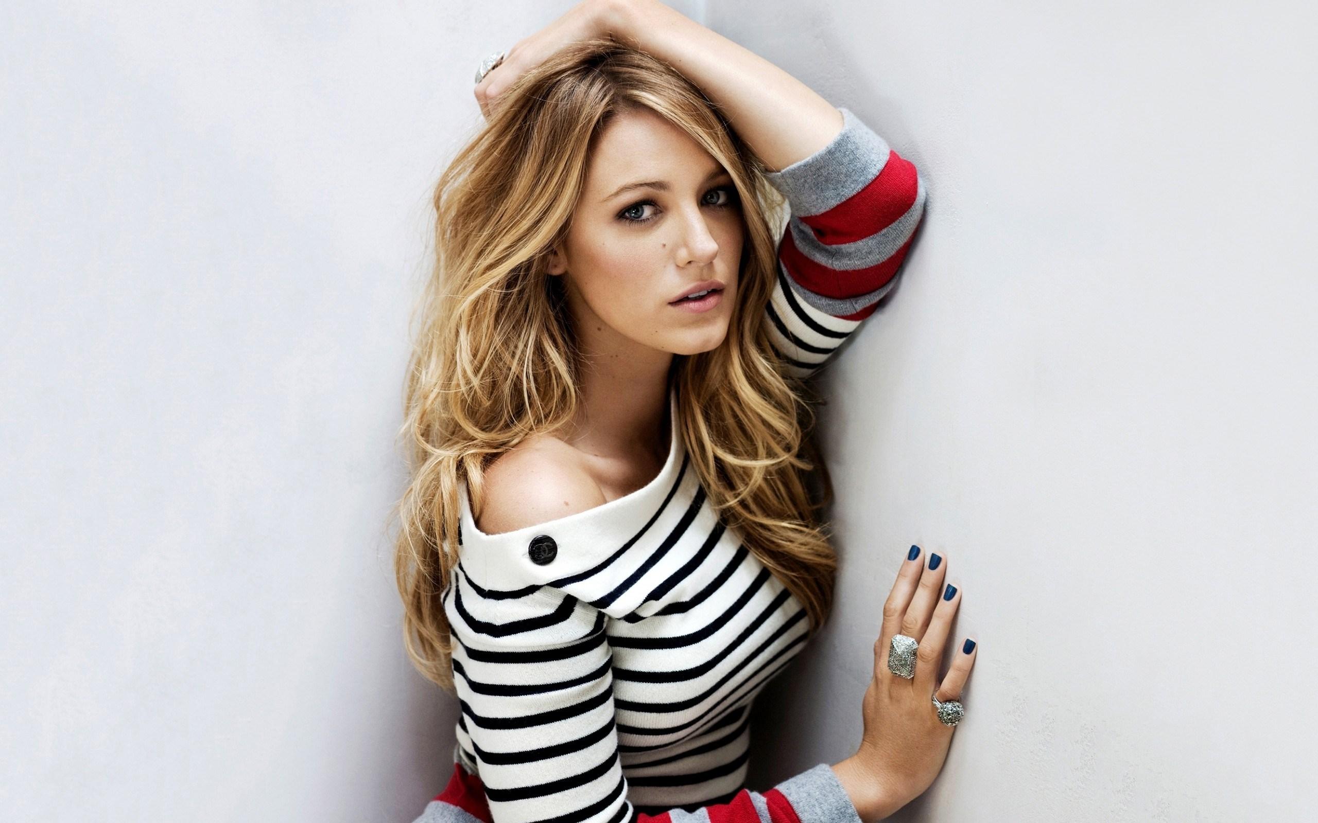 Pretty Blake Lively in striped sweater HD wallpaper 2560x1600 ...