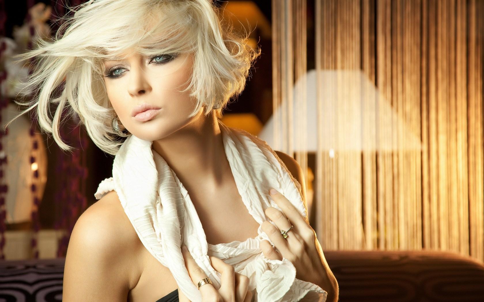 Room Beautiful Blonde Girl HD Wallpaper