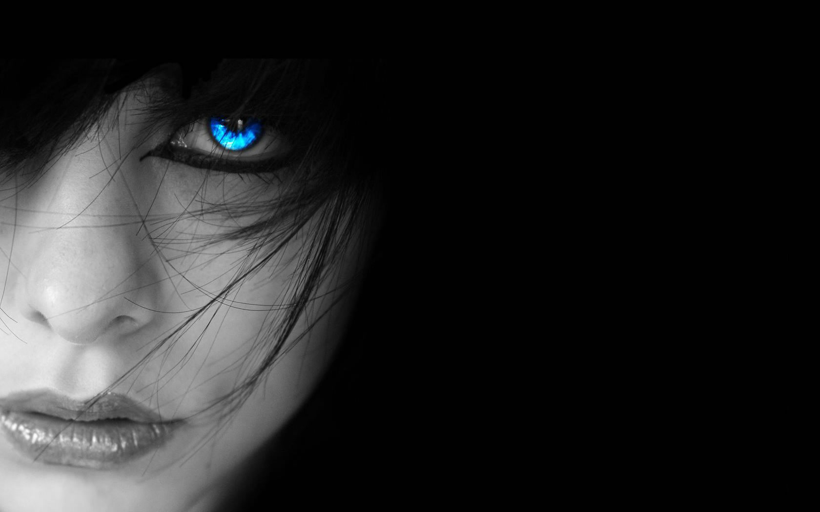HD Wallpapers Free Beautiful Girl with Blue Eyes at Night wallpaper