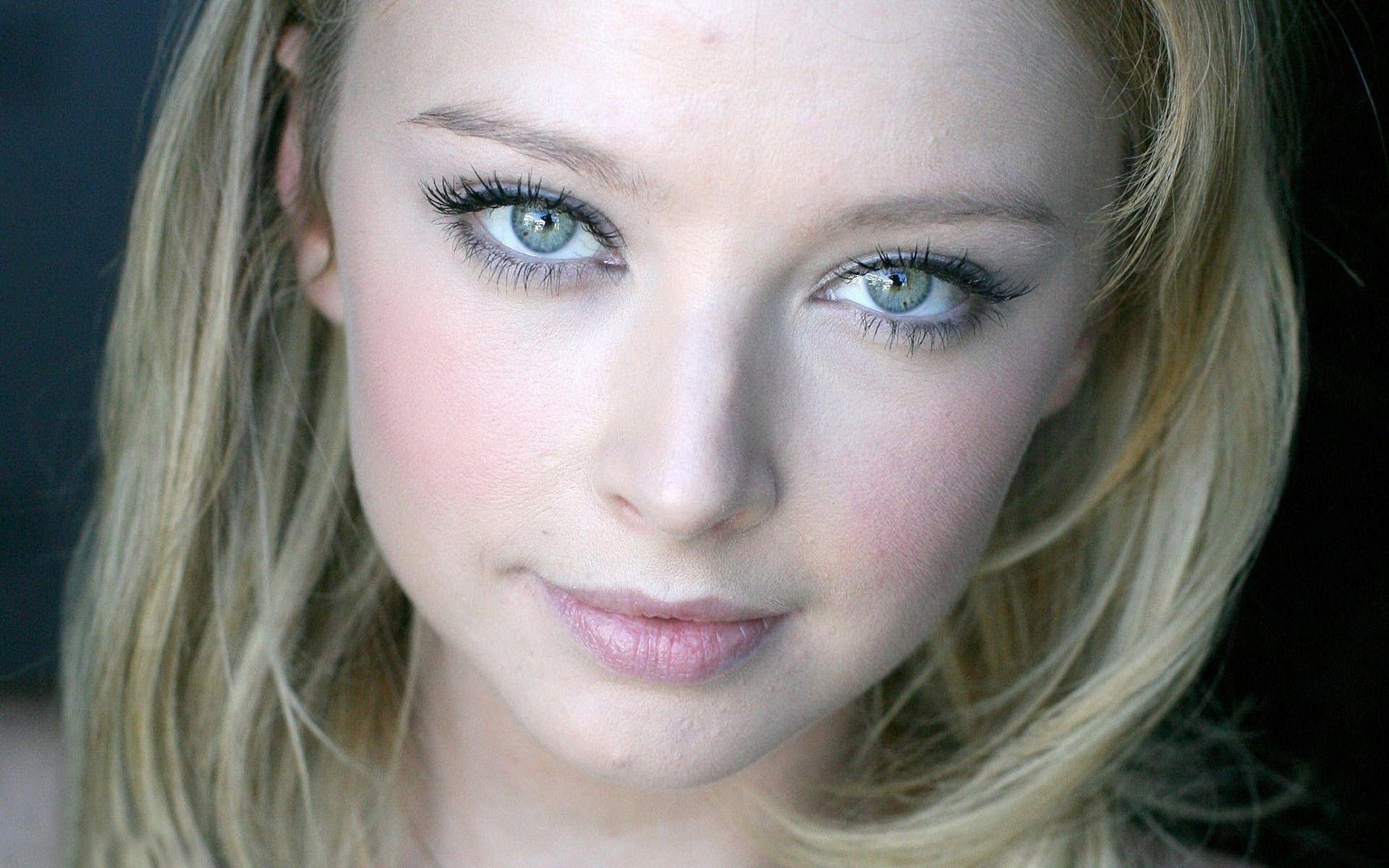 Beautiful Elisabeth Harnois