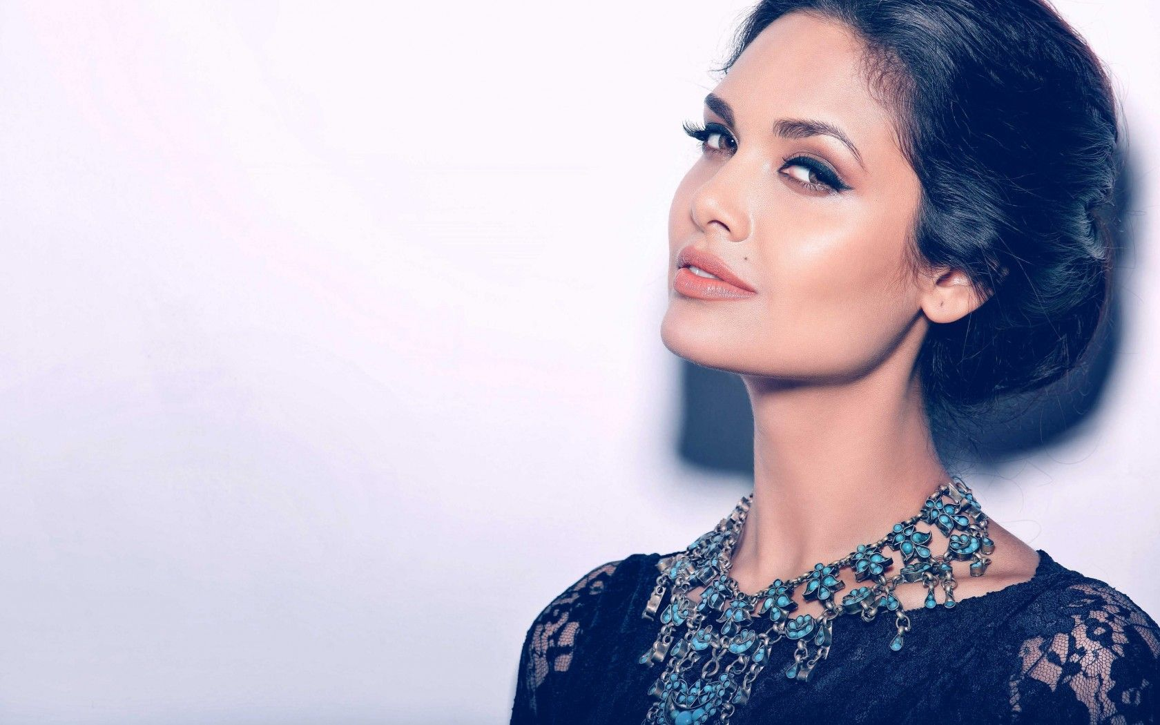 Beautiful Esha Gupta 38605