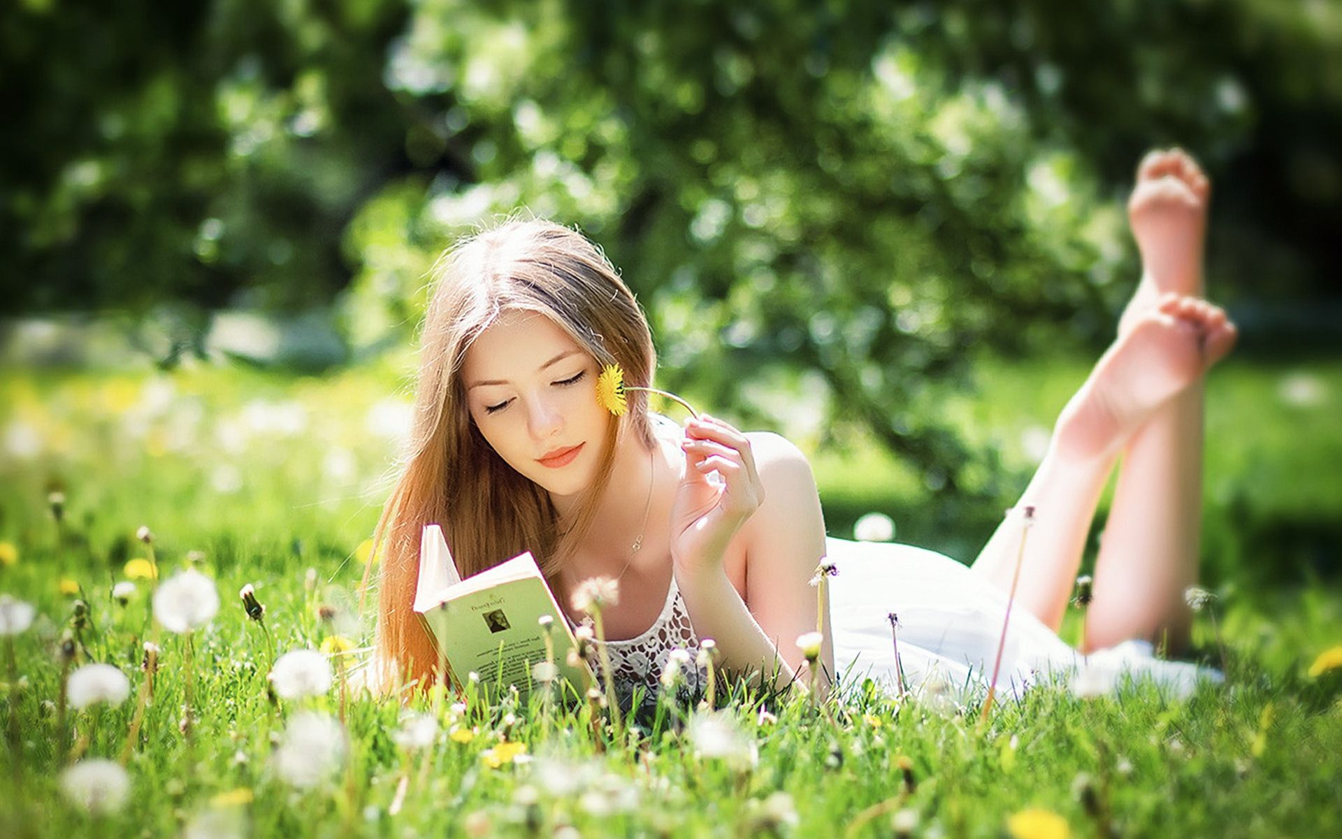 76 0. Beautiful Girl Reading Book Wallpaper
