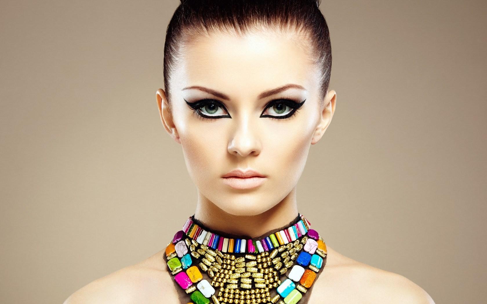 Beautiful Girl Makeup Wallpaper 1680x1050 18612