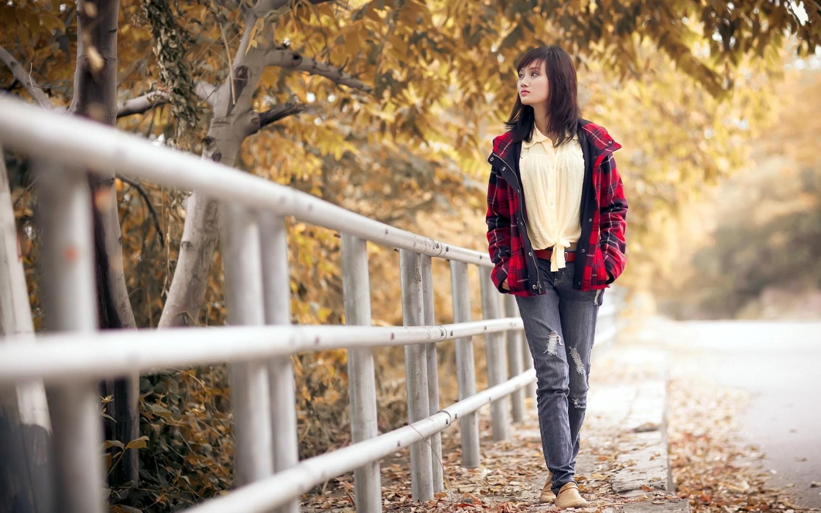 Beautiful Girl Street Autumn HD Wallpaper