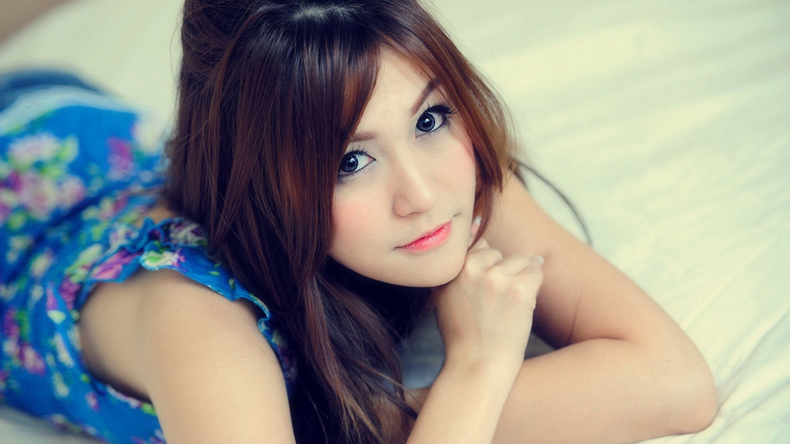 Beautiful Girl HD Wallpaper