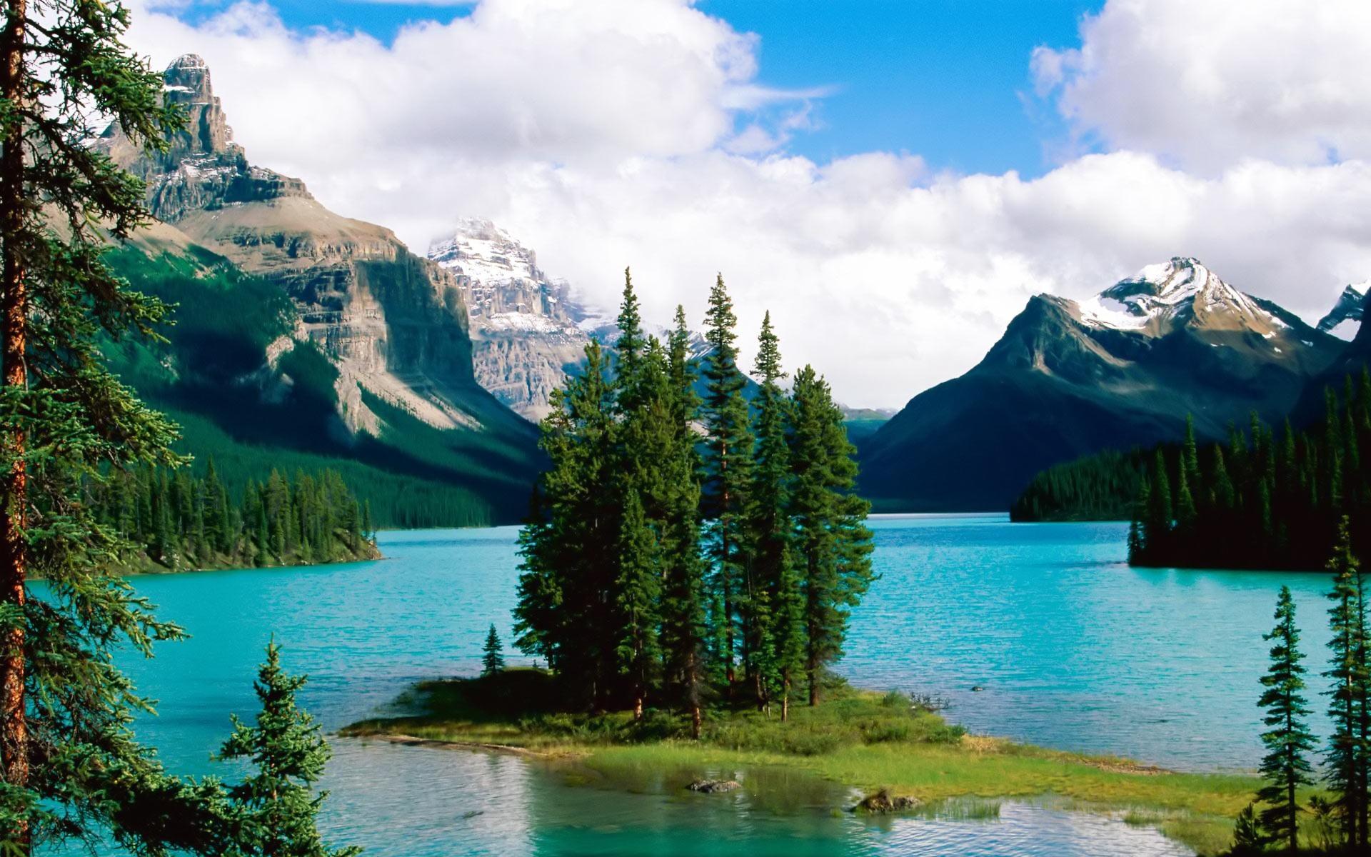Beautiful Mountain Lakes Wallpaper