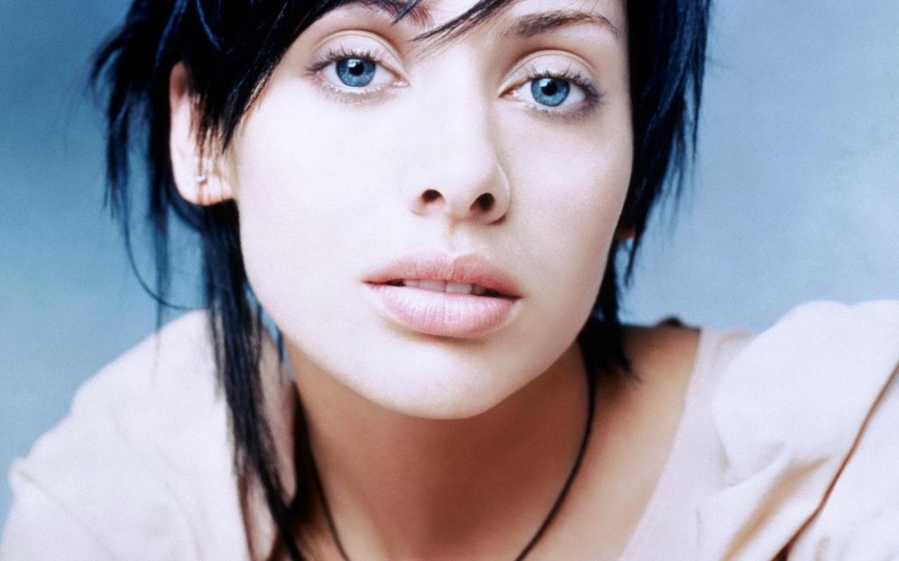 Beautiful Natalie Imbruglia