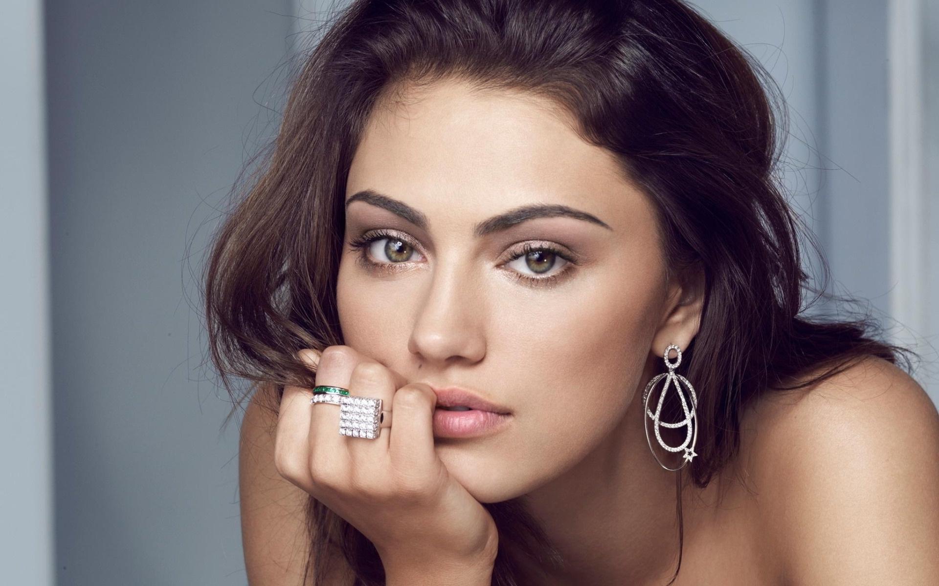 Beautiful Phoebe Tonkin