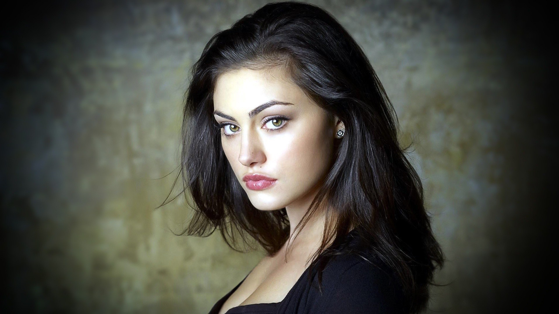 Beautiful Phoebe Tonkin Australian Actress