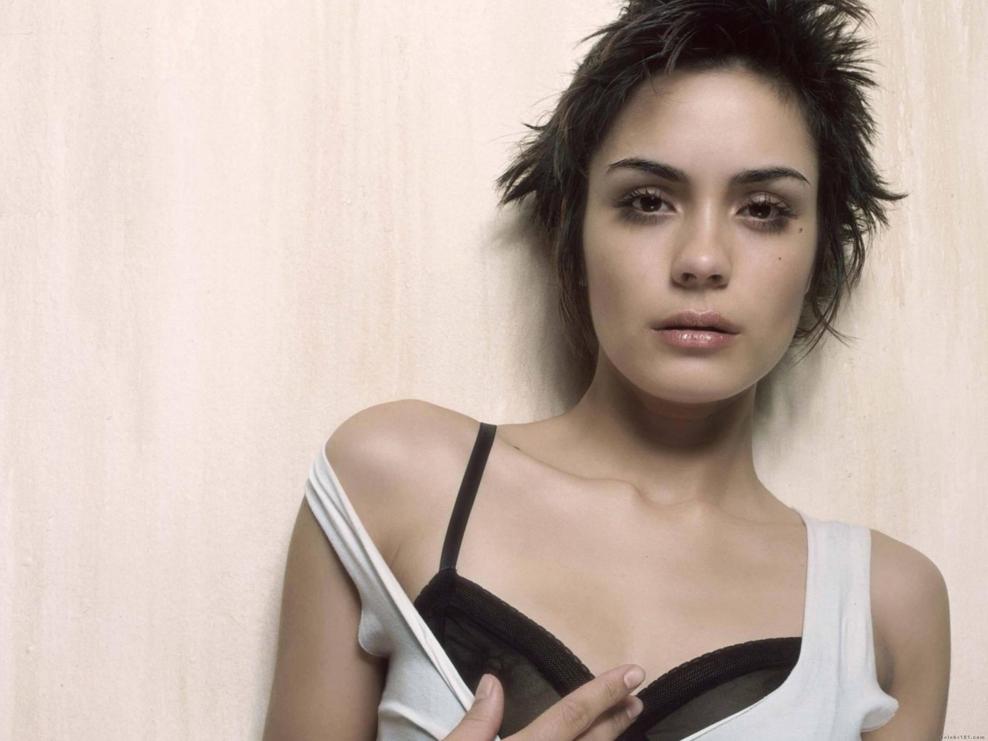 Beautiful Shannyn Sossamon